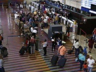 Las tarifas aeroportuarias bajarán, según Fomento