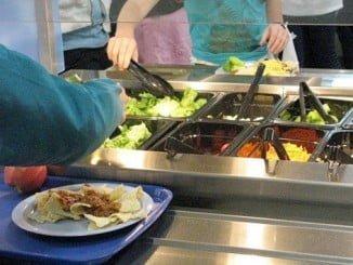 El 85% de las cafeterías de los IES andaluces realiza una baja promoción de la alimentación saludable