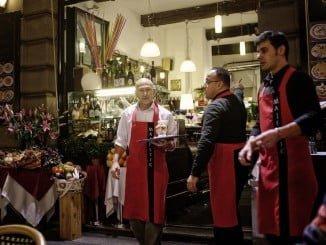 Los perfiles más demandados son los de la hostelería y el turismo. En esta línea, destacan los cocineros, los ayudantes de cocina, los camareros