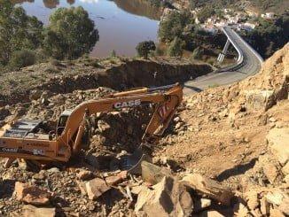 La carretera se encuentra cortada desde diciembre por el desprendimiento de roca en el talud