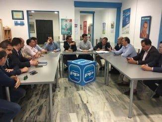 Manuel Andrés González ha presidido una reunión del Comité de Alcaldes del PP de Huelva en Valverde