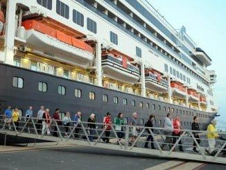 Sobre las 07.00 horas atracaba el 'Rotterdam' en el Puerto de Huelva