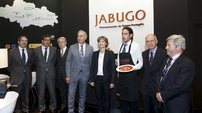La ministra García Tejerina apoyó al Jabugo en el salón del Gourmet