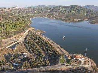 La captación de aguas superficiales para esta concesión se realiza en el embalse El Jarrama
