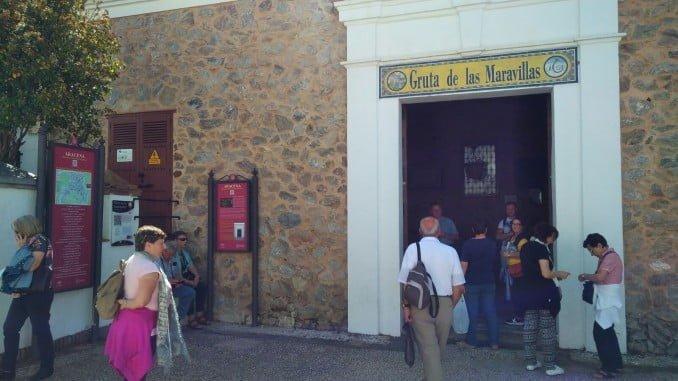 Entrada a la Gruta de las Maravillas, en Aracena