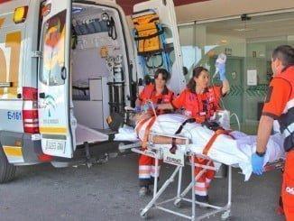 Traslado de un herido a un centro hospitalario de la capital onubense