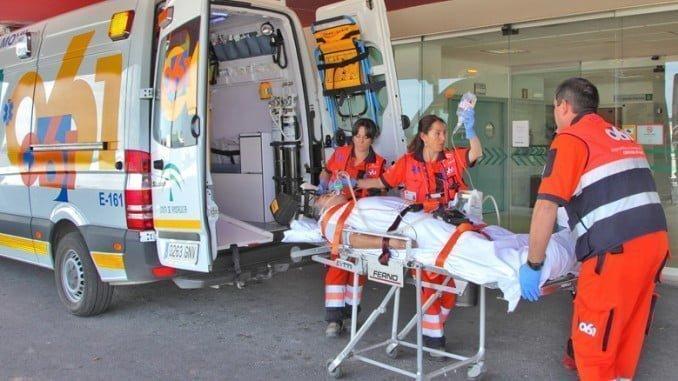 Los cuatro heridos en el accidente han sido trasladados al Hospital Juan Ramón Jiménez