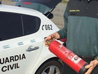 Los agentes de la Guardia Civil sofocaron el fuego con el extintor de su vehículo