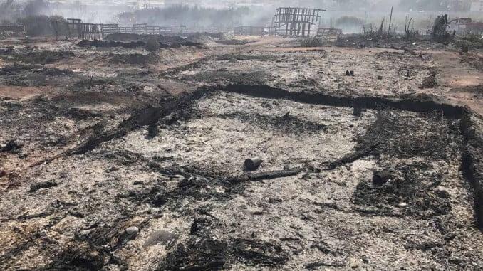 Imagen del asentamiento de Lepe tras el incendio, convertido en cenizas