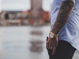 La CE ha alertado acerca de la utilización de algunos componentes de la tinta de los tatuajes que pueden liberar sustancias cancerígenas