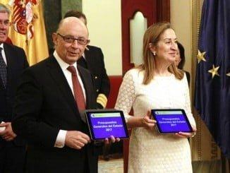 La presidenta del Congreso ha recibido el proyecto de PGE de la mano del ministro de Hacienda