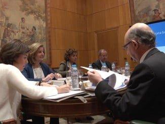 La vicepresidenta ha presidido la reunión preparatoria con varios ministros del Gobierno