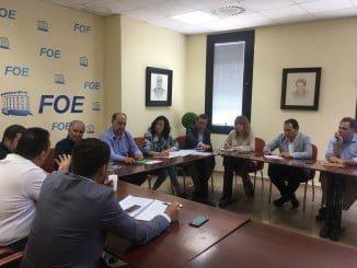 Loles López se ha reunido en Huelva con los comerciantes