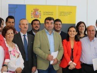 Entrega al resto de los alcaldes onubenses de la documentación del PROFEA