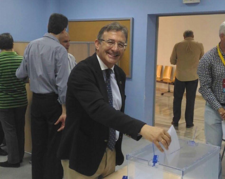 Paco Ruiz no sale en la primera vuelta, como sí lo hicieron anteriores rectores.