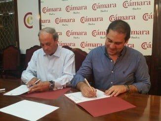 Antonio Ponce y osé Luis Ramos han firmado un convenio de colaboración en materia de empleo