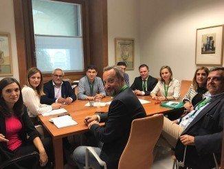 Reunión del Grupo Socialista en el Parlamento con la Agrupación por las Infraestructuras de Huelva