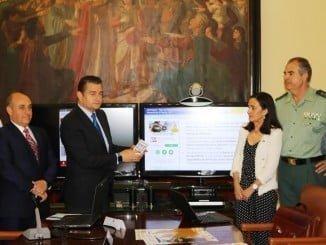 La subdelegada del Gobierno en Huelva junto a Antonio Sanz en la presentación de Alercops
