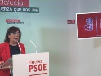 La senadora socialista Ana Pérez en rueda de prensa