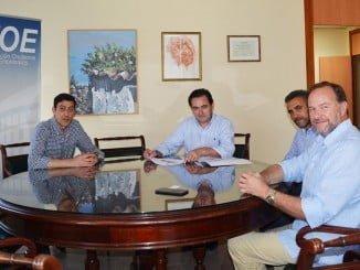 Responsables de la empresa andaluza Apleinova presentan su innovador proyecto al presidente de la FOE