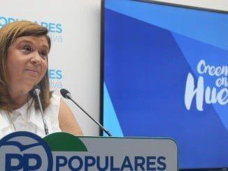 Carmen Sacristán critica a la Junta por el cierre de dos colegios en la Sierra