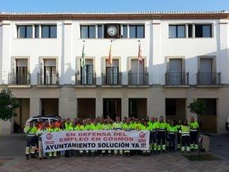 Los trabajadores de la cementera de Niebla se han vuelto a concentrar ante el Ayuntamiento