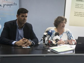 El concejal de Pesca y la gerente del Grupo de Desarrollo CostaLuz presentan la estrategia