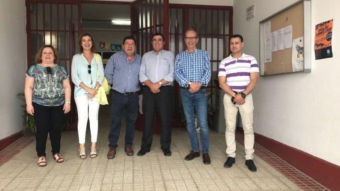 Visita del delegado de Educación, Vicente Zarza, al colegio Triana de Trigueros
