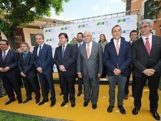 Foto de familia de las autoridades y participantes en la inauguración del Congreso de Cambio Climático