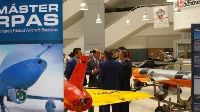 Se ha realizado una exposición en el hall del edificio José Isidoro Morales de Sistemas Aéreos Pilotados de Forma Remota, cedidos por el Ministerio de Defensa, y de drones