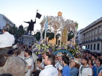 La Hermandad de Huelva entrando a la capital tras la Romería del pasado año