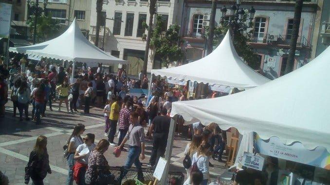 La Feria del Emprendimiento ha congregado a 842 estudiantes de 20 centros de la provincia