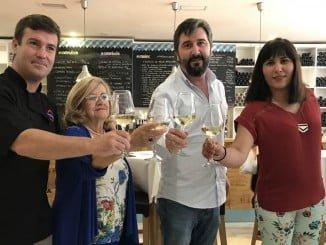 El responsable del restaurante Guatiné junto a Rosy Calvo, Luis Tolmos y Elisabeth Rodríguez