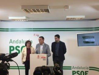 Ignacio Caraballo junto a los senadores Ana Pérez y Amaro Huelva