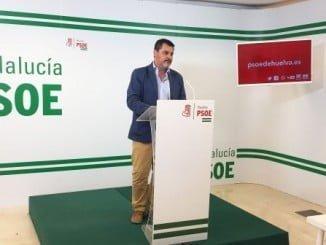 Jesús Ferrera en rueda de prensa en la sede del PSOE
