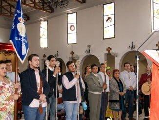 La Alcaldesa y los Tenientes de Alcalde junto al Hermano Mayor y miembros de la Junta de Gobierno reciben la bendición para el camino