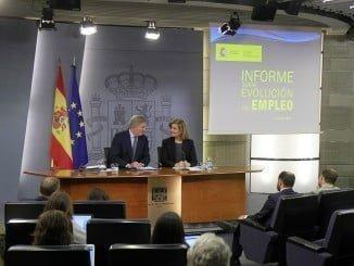El portavoz del Gobierno y la ministra de Empleo en la rueda de prensa posterior al Consejo de Ministros