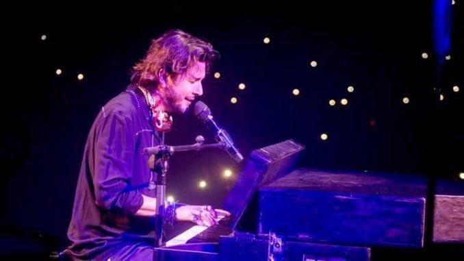 Manuel Carrasco ha incluido Isla Cristina en su tour 'Bailando el Viento'