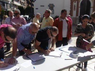 Recogida de firmas del Colectivo de Pensionistas de Huelva