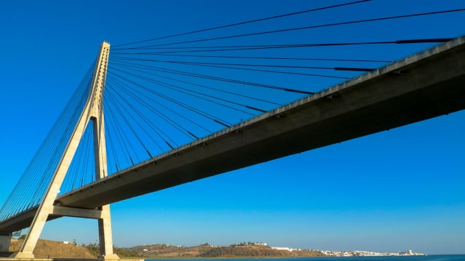 El puente internacional de Ayamonte, que une los dos países