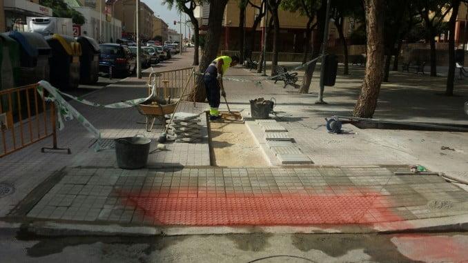 Una de las obras de mantenimiento ha sido rebajar los pasos para facilitar la accesibilidad