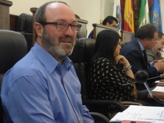 Pedro Jiménez, portavoz de IU en Diputación de Huelva, en el pleno de hoy 3 mayo