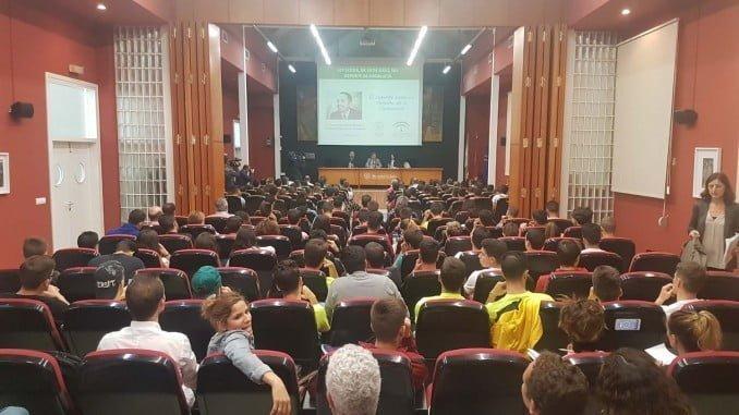 El secretario general para el Deporte y el rector presentan la nueva ley en la Universidad