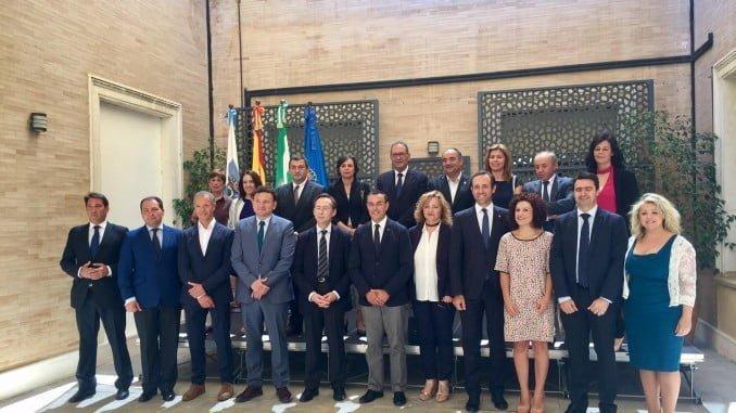 El presidente de la Diputación junto a los miembros de la Comisión Iberoamericana del Senado
