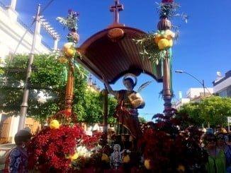 Momento de la salida de San Pancracio Mártir desde su parroquia