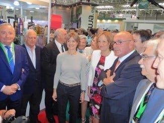 Visita de la ministra y de la consejera de Agricultura al stand de Cooperativas Agro-alimentarias en Expoliva