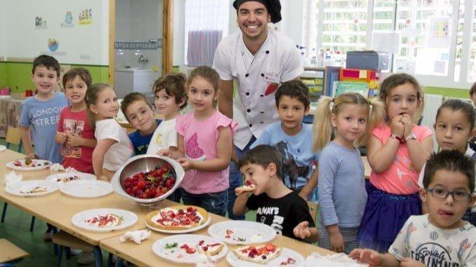 Los alumnos han conocido la calidad nutricional de los frutos rojos