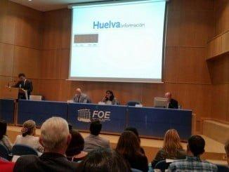 Imagen del debate entre García Machado y Peña, al que no ha asistido el rector en funciones