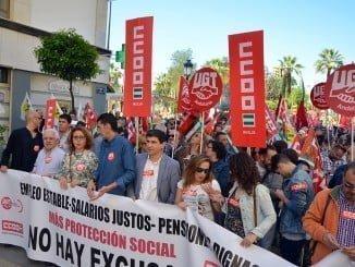 Cabecera de la manifestación convocada por UGT y CCOO en Huelva
