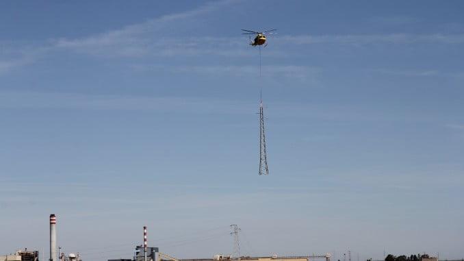 Para sustituir las torres de Endesa ha sido necesario un helicóptero